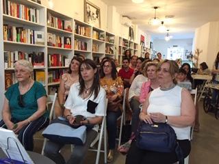Público en la presentación de Mi fe desnuda en la Librería La Semillera (Madrid) junio 2019